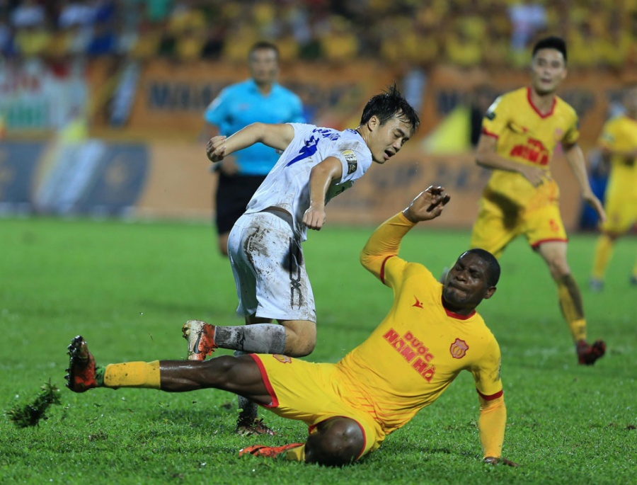 lich thi dau bong da v league 2019 vong 21 tp hcm ruot duoi ha noi fc