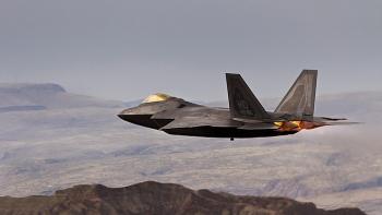 Clip: Tiêm kích F-22 Mỹ như