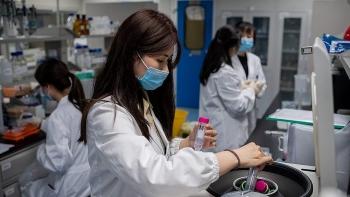 Doanh nghiệp Mỹ dự kiến bán vaccine COVID-19 giá 50-60 USD mỗi liều