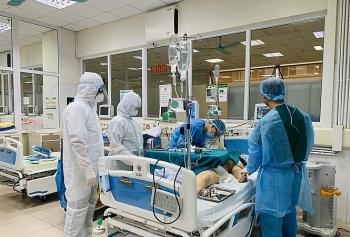 Hà Nội: 2 bệnh nhân COVID-19 được theo dõi đặc biệt, 1 người phải thở máy