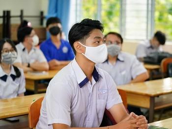 Thi chung phòng với con của BN964 tại kỳ thi tốt nghiệp THPT 2020, 23 thí sinh bị cách ly y tế