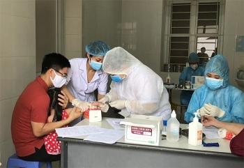 Bộ Y tế đề nghị Hà Nội tăng tốc trong việc lấy mẫu xét nghiệm để khoanh vùng dập dịch COVID-19