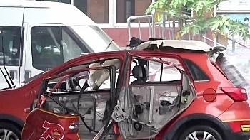 Clip: Hoảng hồn ô tô điện Trung Quốc đang sạc phát nổ như bom