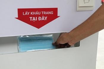 """Video: Cận cảnh """"ATM khẩu trang"""" miễn phí đầu tiên ở Hà Nội chính thức hoạt động"""