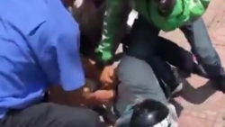 Video: Tên cướp ngân hàng VietinBank ở Hà Nội bị người dân bắt trói