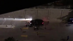 Video: Mâu thuẫn ở chung cư, tài xế đâm gục 2 vợ chồng già