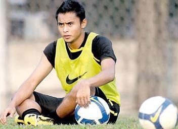 hang khung malaysia vua bo sung de doi dau voi viet nam tai vong loai world cup 2022 la ai