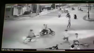 video hang chuc thanh nien dap pha xe cua dan phong 3 doi tuong bi bat
