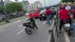 video di sai lan chu xe may con lao vao hanh hung tai xe o to