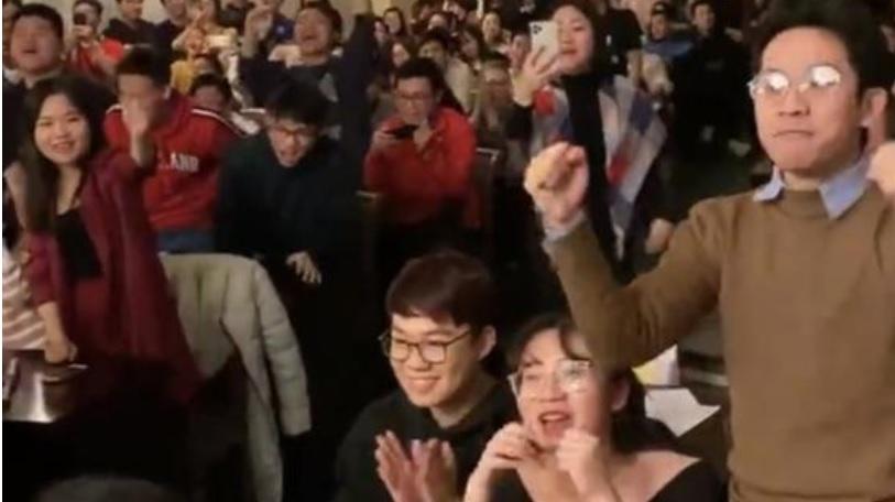 video dang van lam an mung cung ban be khi u22 viet nam chien thang