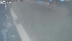 """Video: Xe bán tải đâm vỡ tường sân bay sau cú phóng như """"tên lửa"""""""