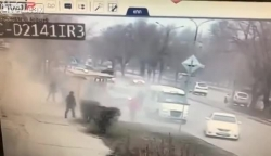 video 2 nguoi chan lan brt doi co tai xe xe buyt khong dam bam coi vi so bi danh