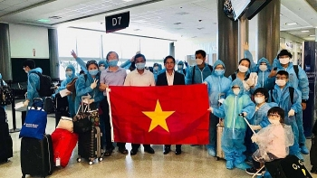 Thêm chuyến bay đưa gần 360 công dân Việt Nam từ Hoa Kỳ về nước
