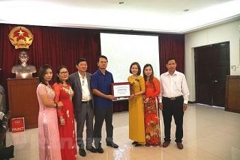 Đại sứ quán Việt Nam tại Malaysia hỗ trợ công tác chống dịch cho cộng đồng