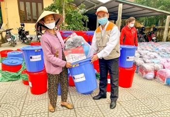 World Vision Việt Nam viện trợ 3.200 bộ dụng cụ gia đình cho người dân Quảng Trị khắc phục hậu quả thiên tai
