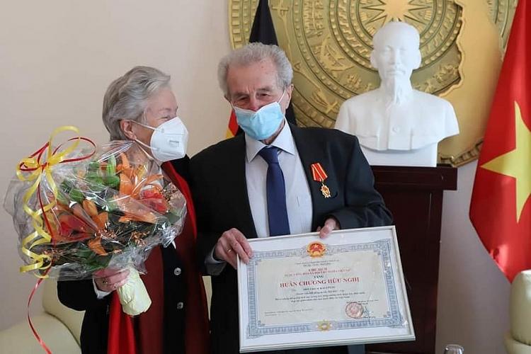 Trao tặng Huân chương Hữu nghị cho ông Siegfried Kaulfuß - người Đức nặng lòng với cà phê Việt