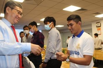 HUFO trao quà cho sinh viên Lào, Campuchia học tập tại TP.HCM