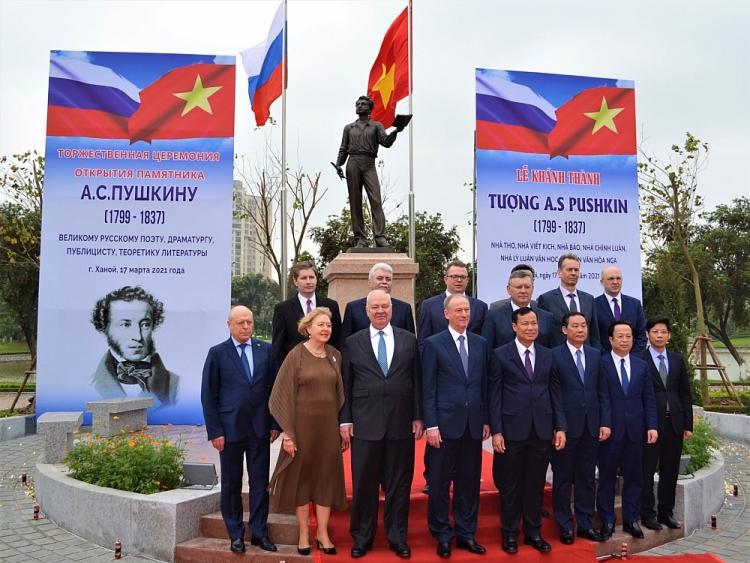 Tượng đài nhà thơ Pushkin - món quà Hội Nhà văn Nga gửi tới nhân dân Hà Nội