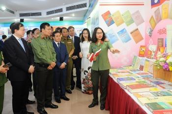 Hơn 300 hình ảnh, hiện vật quý về tình đoàn kết, hợp tác tin cậy, hiệu quả của công an Việt - Lào