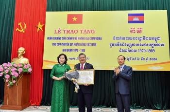 Campuchia trao tặng Huân chương, Bằng ghi công cho 33 cán bộ ngân hàng Việt Nam