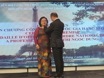 Chủ tịch Hội hữu nghị Việt - Pháp TPHCM được trao tặng Huân chương Sĩ quan Công trạng quốc gia Pháp