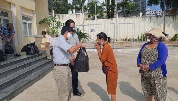 Trao hơn 600 phần quà giúp cộng đồng người gốc Việt tại Campuchia vượt qua khó khăn do dịch COVID-19