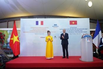 Tổng Giám đốc Vietjet là nữ doanh nhân Việt đầu tiên được trao Huân chương Bắc đẩu bội tinh của Pháp