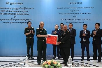 Ngày 22/4, Việt Nam bàn giao trang thiết bị hỗ trợ Campuchia phòng, chống dịch COVID-19