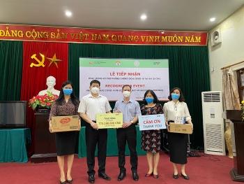Quỹ Fred Hollows Việt Nam tặng thiết bị, vật tư y tế trị giá gần 800 triệu đồng giúp Hải Dương phòng chống dịch COVID-19