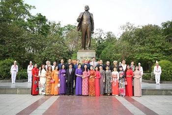 HAUFO và Hội hữu nghị Việt-Nga TP Hà Nội dâng hoa kỷ niệm 151 năm Ngày sinh V.I.Lênin