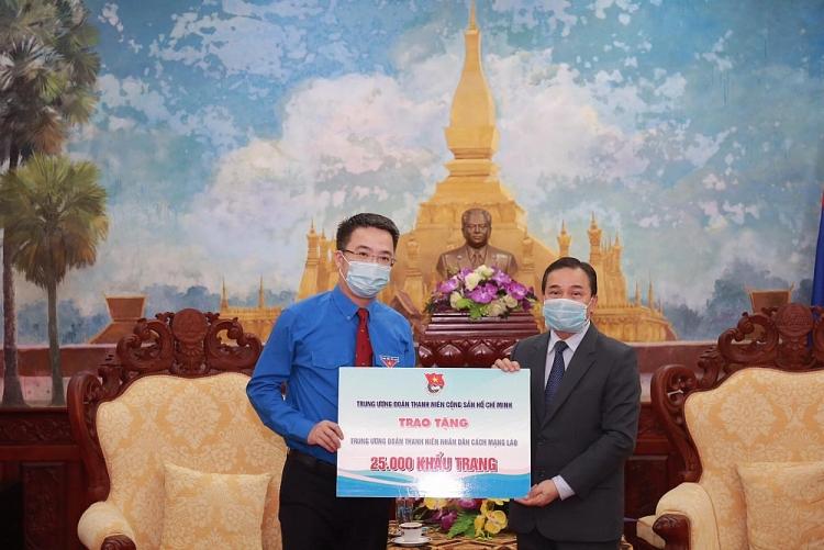 Thông qua Đại sứ quán Lào tại Việt Nam, T.Ư Đoàn TNCS Hồ Chí Minh gửi tặng 25.000 khẩu trang đến T.Ư Đoàn TNNDCM Lào.