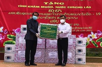 Quảng Bình tặng thiết bị phòng, chống COVID-19 trị giá 2 tỷ đồng cho tỉnh Khăm Muộn (Lào)