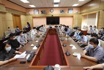 Việt Nam cử 35 chuyên gia y tế hỗ trợ Lào chống dịch COVID-19