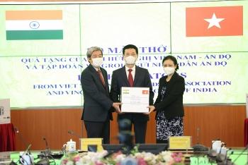 Hội Hữu nghị Việt Nam - Ấn Độ trao tặng nhân dân Ấn Độ 100 máy thở trị giá hơn 10 tỷ đồng