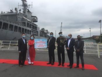 Bàn giao 50.000 khẩu trang y tế của nhân dân Việt Nam trao tặng Ấn Độ