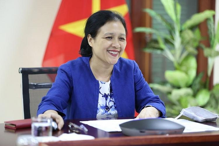 Đại sứ Nguyễn Phương Nga – Chủ tịch Liên hiệp các tổ chức hữu nghị Việt Nam phát biểu tại Hội thảo.