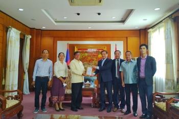 Nhiều tổ chức và đơn vị của Lào ủng hộ Việt Nam ứng phó với dịch COVID-19