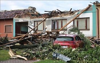 Cộng đồng người Việt tại Séc giúp nhau vượt qua ảnh hưởng của lốc xoáy lớn nhất 100 năm qua