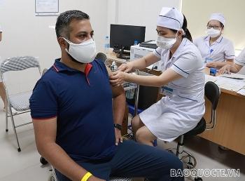 50 phóng viên và trợ lý báo chí các văn phòng báo chí nước ngoài được tiêm vaccine ngừa COVID-19