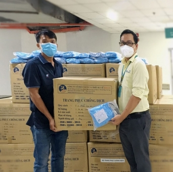 VCF trao tặng 1.174 bộ quần áo bảo hộ cho Bệnh viện Nhi đồng TP. Hồ Chí Minh