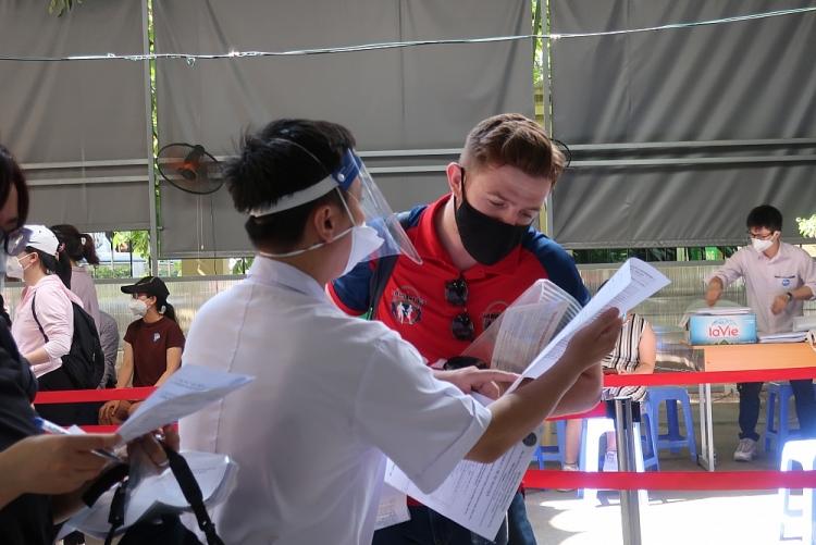 Tiêm chủng miễn phí vaccine COVID-19 cho hơn 1.000 cán bộ nhân viên các tổ chức PCPNN tại Việt Nam