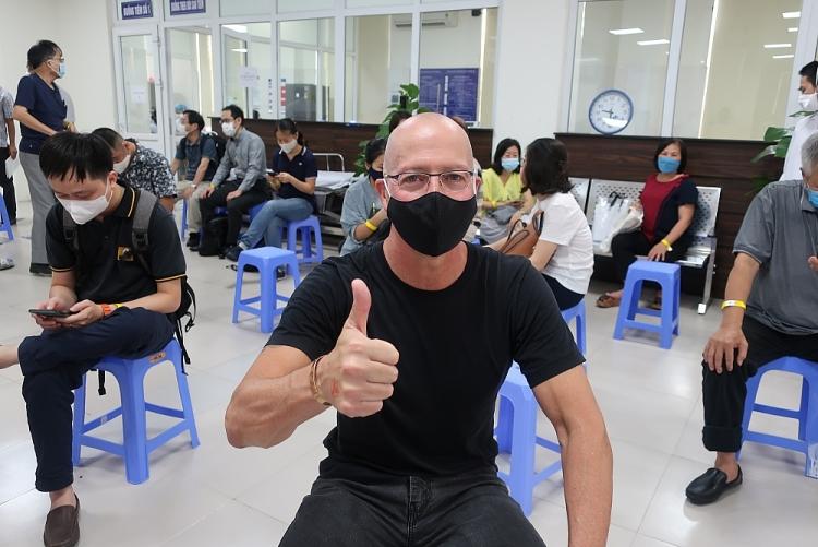 Tiêm chủng miễn phí vaccine COVID 19 cho hơn 1.000 cán bộ nhân viên các tổ chức PCPNN tại Việt Nam
