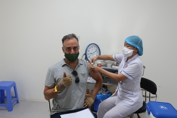Tiêm chủng miễn phí vaccine COVID-19 cho hơn 1.000 cán bộ nhân viên tổ chức PCPNN tại Việt Nam