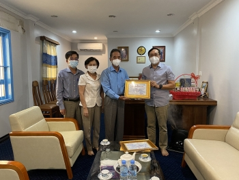 VUFO và Hội Hữu nghị Việt Nam - Campuchia trao 120 triệu đồng hỗ trợ bà con Việt kiều tại Campuchia