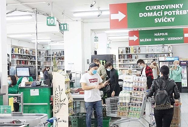 Doanh nghiệp Việt tại Séc vượt khó cùng cộng đồng chống COVID-19 | Người Việt bốn phương | Vietnam+ (VietnamPlus)