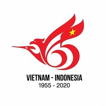 Hình ảnh chim Lạc và chim thần Garuda là điểm nhấn trong logo kỷ niệm 65 năm thiết lập quan hệ ngoại giao Việt Nam-Indonesia