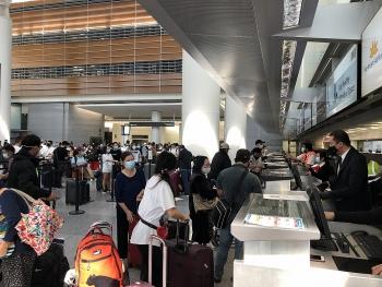 Hơn 340 công dân Việt Nam từ Hoa Kỳ về nước an toàn, hạ cánh tại Nội Bài