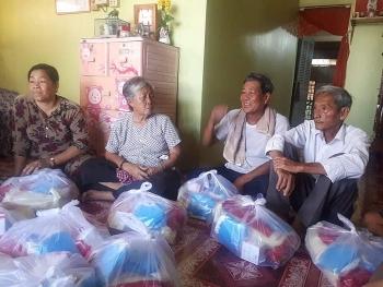 Tiếp tục hỗ trợ người Việt tại Campuchia bị ảnh hưởng dịch Covid-19