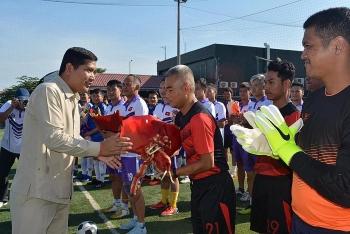 Sôi động giải bóng đá hữu nghị tại Campuchia kỷ niệm 75 năm Quốc khánh Việt Nam