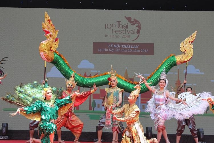 Không gian nghệ thuật  truyền thống và đương đại đặc sắc đến từ đoàn nghệ  thuật múa Southern Breeze (Làn gió phương Nam) của tỉnh Chiang Mai (Thái Lan) tại Việt Nam.